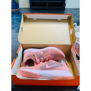 New Rose Gold Nike Reacts 8.5